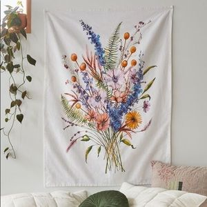 NWT Urban Outfitters Zarin Bouquet Tapestry